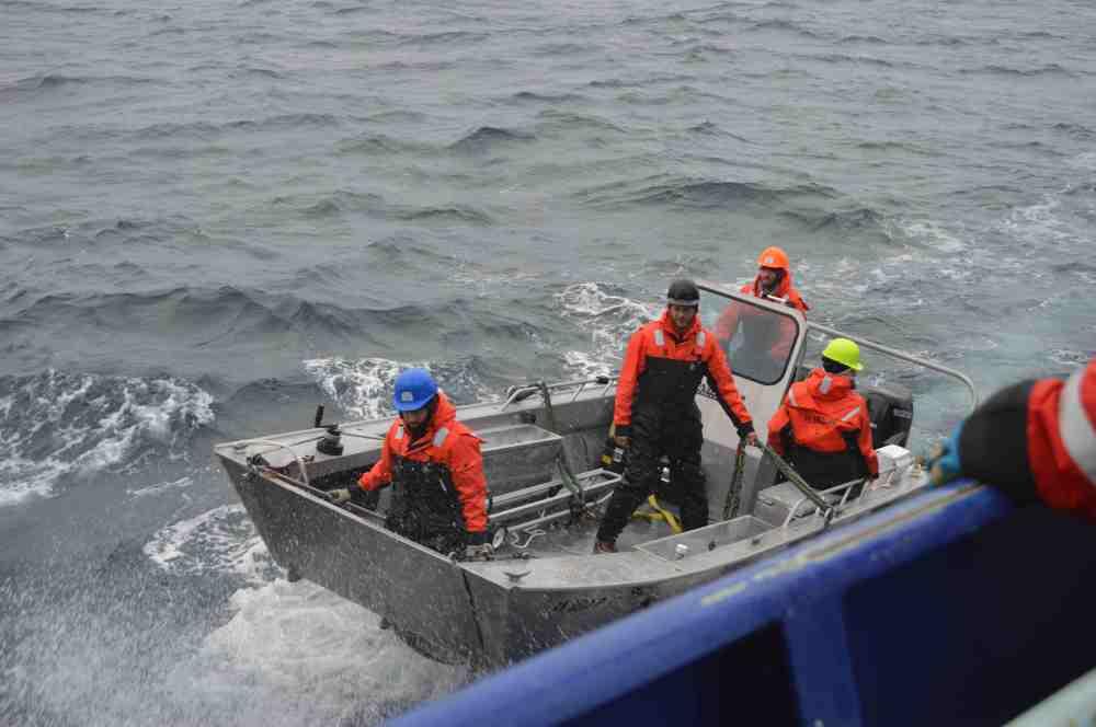 small boat getting close.jpg